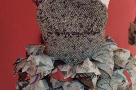 Los alumnos de la Escola Superior d'Art i Disseny se visten con origami y kirigami