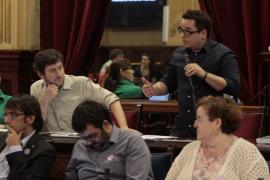 El Parlament pide al Govern una comisión de seguimiento de los estudios de Medicina