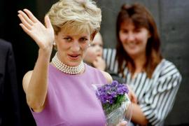 Salen a subasta dos vestidos que la princesa Diana lució en viajes oficiales