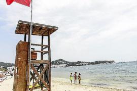 Una embarcación provoca un vertido de agua sucia en Talamanca y ses Figueretes