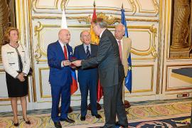 El empresario Abel Matutes Juan recibe la insignia rusa de Cooperación Internacional