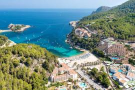 Hispania compra tres hoteles en el Port de Sant Miquel por 32 millones de euros