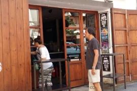 Un incendio en un bar de Vila obliga a desajolar a más de 50 personas