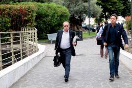 Concluye «sin complicaciones» la operación de corazón de Berlusconi