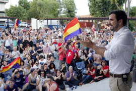 Garzón critica que el PSOE quiera dejar la puerta del Gobierno abierta al PP si no son segundos