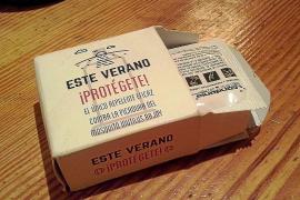 El PSOE lanzó cajas de condones pidiendo el voto durante el desfile del Ibiza Gay Pride