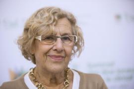 Manuela Carmena ya está en casa y volverá al Ayuntamiento de Madrid el lunes