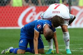 Un gol en propia meta frustra el sueño de Islandia