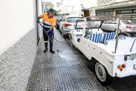 La nueva contrata de Vila comienza la limpieza intensiva de aceras y pavimentos