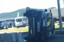 Un hombre herido en un aparatoso accidente en el vial de los taxis del aeropuerto de Eivissa