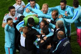 Turquía mantiene vivo el sueño de los octavos de final