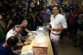 Rivera pide votar para salir del «bloqueo institucional» y evitar una España de «bandos» y de «extremos»