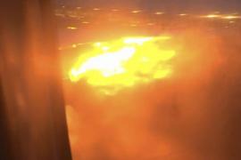 Rescatan a 241 personas tras un incendio en un avión en Singapur