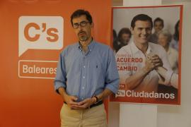 Navarro dice que es necesario un «gran acuerdo» político de PP, PSOE y C's