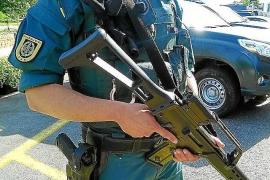 Los primeros refuerzos traen a Eivissa una unidad especial de la Guardia Civil