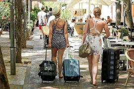 La llegada de turistas anima las calles de Vila, pero no las ventas