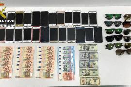 Detienen a una mujer en el aeropuerto con móviles valorados en unos 17.000€