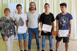 Los alumnos del programa Alter de Sant Josep reciben los diplomas