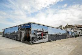Las obras del futuro edificio de es Martell se cubren con unas lonas de diseño
