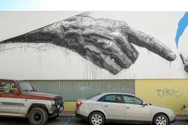 Sant Antoni consensuará con la Apima de Vara de Rey la retirada o no del polémico grafiti