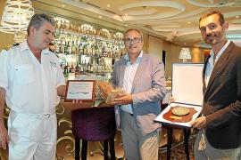 El crucero Tui Discovery atraca por primera vez en Eivissa con 1.800 turistas a bordo