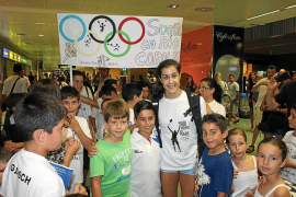 Gran recibimiento en Eivissa a la campeona Carolina Marín