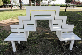 Jeppe Hein transforma los bancos en obras de arte