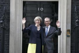 May diseña un Gobierno para el «Brexit» con Boris Johnson en Exteriores