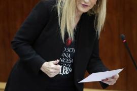 Cifuentes luce una camiseta de Juego de Tronos en la Asamblea