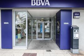 Investigan la autoría del atraco a mano armada en un banco del centro de Vila