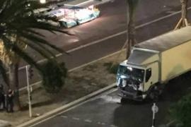 Decenas de muertos al arremeter un camión contra una multitud en Niza