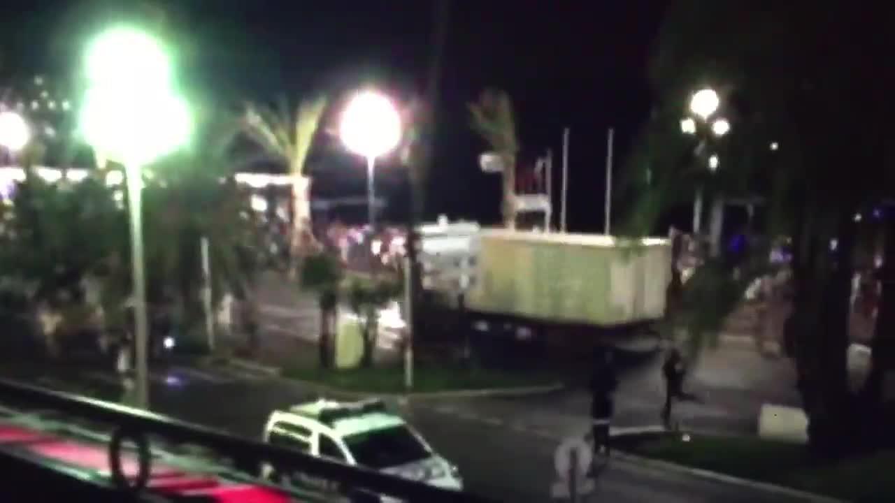 El atentado terrorista con un camión deja al menos 84 muertos en Niza