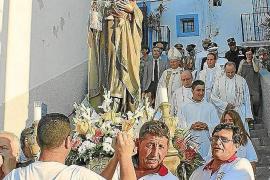 Misa, procesión y música para la Virgen del Carmen en Vila