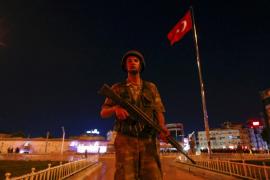 El ejército califica a Erdogan como «traidor» y declara la Ley Marcial