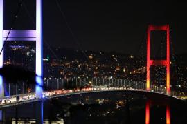 Los servicios de seguridad turcos son atacado por cazas y helicópteros