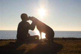 Robert Kugler y su perra Bella