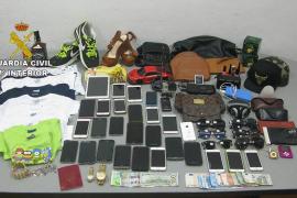 Detenida una banda de tres personas por una treintena de hurtos en Platja d'en Bossa