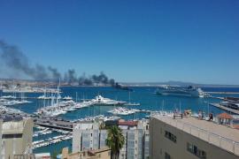 Incendio de una lancha en Club de Mar