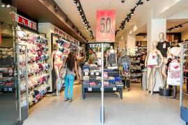 Sólo el 11% de los comerciantes pitiusos han mejorado sus ventas en las rebajas