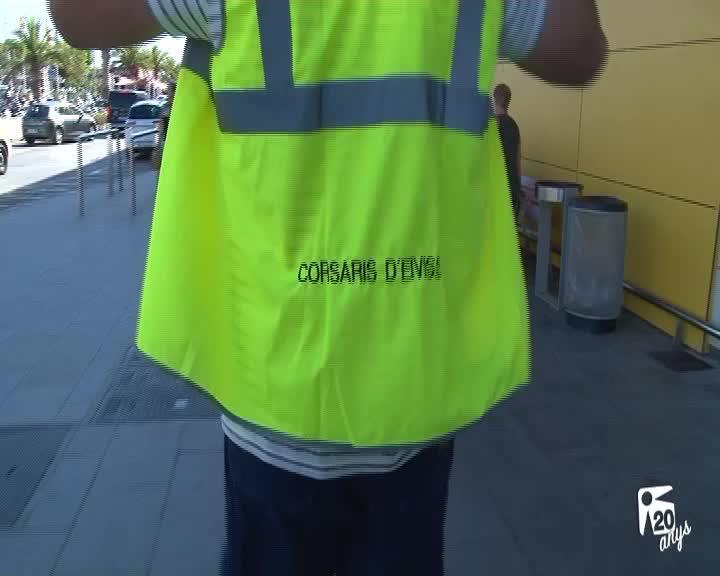 El aeropuerto tendrá presencia policial permanente contra los taxis 'pirata'