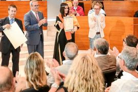 Los alumnos graduados en la Escola de Turisme de Eivissa reciben sus diplomas