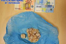 La Policía Nacional detiene a un joven con 100 gramos de MDMA