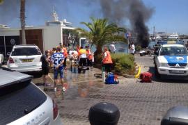 Dos heridos de gravedad al explotar un barco junto a la gasolinera de Marina Ibiza