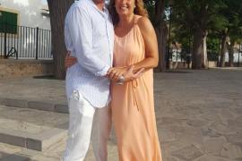 Pilar Jiménez y Óscar Alonso: «Acabamos de renovar votos matrimoniales en Eivissa tras 25 años de casados»