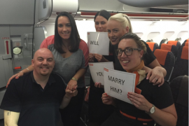 Un pasajero pide matrimonio a su novia durante un vuelo a Mallorca