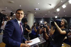 Rivera plantea un Gobierno sin Rajoy o la abstención