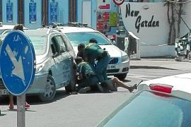 Seis meses de cárcel por agredir a unos guardias civiles en Platja d'en Bossa