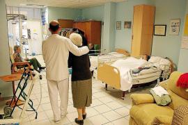Unas 1.400 personas con dependencia esperan residencia en Balears