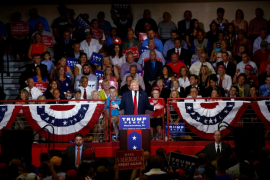 Trump insinúa que las elecciones estarán amañadas y compara a Clinton con el «diablo»