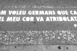 Vila realiza una acción poética en sus calles con versos y frases populares
